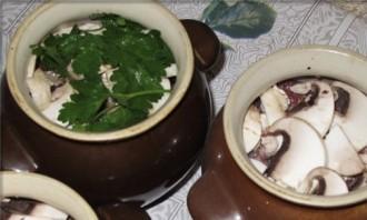 Баранина с черносливом в горшочке - фото шаг 4