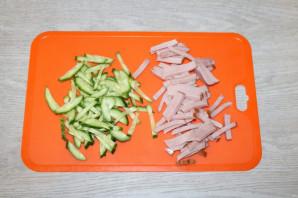 Зелёный салат с ветчиной - фото шаг 4