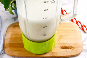 Молочный коктейль с соком - фото шаг 5