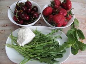 Салат из клубники и черешни  - фото шаг 1