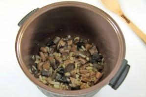 Макароны с грибами в мультиварке - фото шаг 4