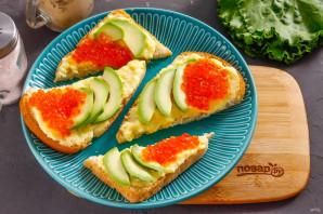 Бутерброды с авокадо и красной икрой - фото шаг 4