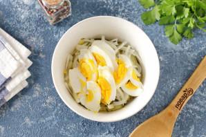 Салат с селедкой и маринованными огурцами - фото шаг 5