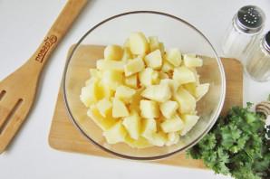 Рыбный салат из консервов с картошкой - фото шаг 2