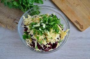 Салат с фасолью, грибами и сухариками - фото шаг 5