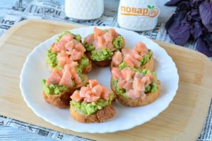 Брускетты с рыбой и авокадо - фото шаг 9