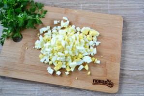 Салат с крабовыми палочками и ананасом - фото шаг 3