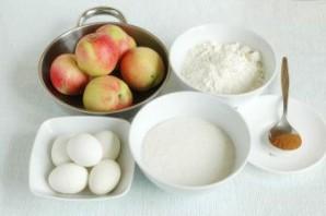 Шарлотка со сгущенкой и яблоками - фото шаг 1