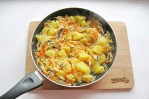 Капуста с грибами и картошкой - фото шаг 7