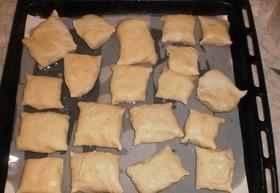 Пирожки из слоеного теста с грибами и картошкой - фото шаг 11