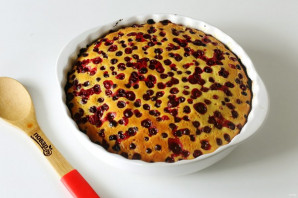 Пирог с клюквой на кефире - фото шаг 7