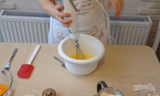Пышный бисквит на меду - фото шаг 1