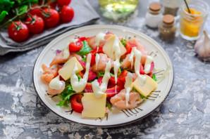 Салат с соленой красной рыбой - фото шаг 6