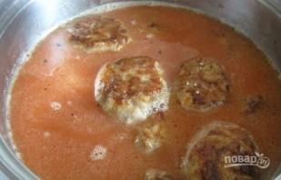 Тефтели под соусом на сковороде - фото шаг 7