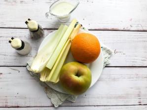Салат с сельдереем и апельсином - фото шаг 1