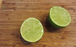 Зеленый коктейль с лаймом - фото шаг 3