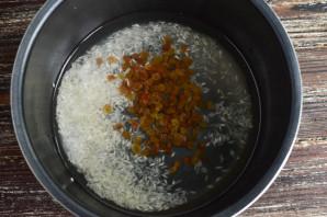 Рис с изюмом в мультиварке - фото шаг 4