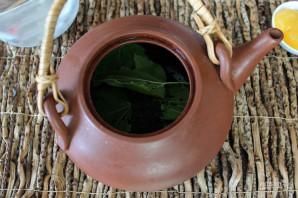 Чай с листьями смородины - фото шаг 2