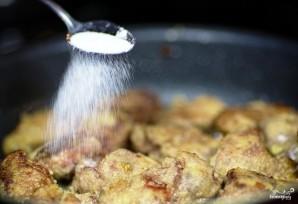 Куриная печень, жареная с луком - фото шаг 8