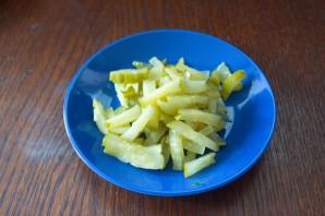 Салат с колбасой и огурцом - фото шаг 2