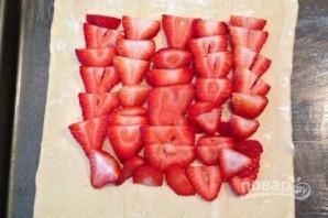 Слоеный пирог с клубникой - фото шаг 3