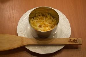Салат слоеный с сыром - фото шаг 3