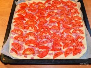 Домашняя пицца с колбасой и помидорами - фото шаг 4
