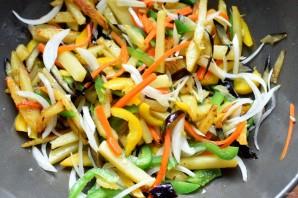 Картофель, жареный с овощами по-азиатски - фото шаг 4
