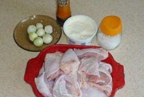 Курица тушеная в сметане - фото шаг 1
