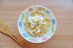 Салат с пекинской капустой и сыром