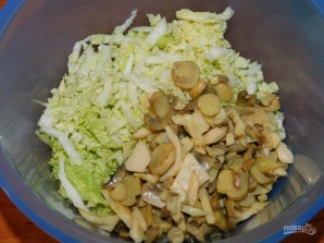 Салат с пекинской капустой и грибами - фото шаг 3