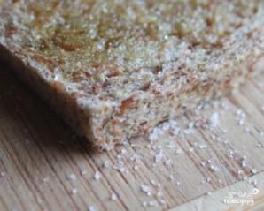 Жареный хлеб с чесноком - фото шаг 2