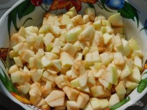 Слойки с яблоками и брусникой - фото шаг 2