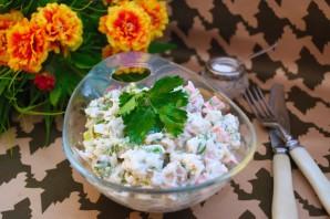 Диетический салат с крабовыми палочками - фото шаг 9