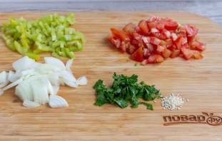 Овощной салат с маслинами и кунжутом - фото шаг 2