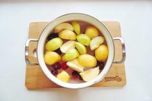 Компот из ежевики и яблок