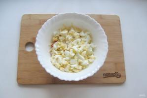 Крабовый салат с яблоком - фото шаг 4