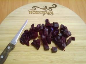 Салат с селедкой и свеклой - фото шаг 4