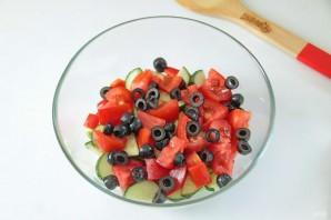 Греческий салат с цуккини и помидорами - фото шаг 6