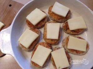 Куриные котлеты в сырной шубе - фото шаг 8