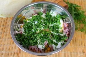 Салат с кукурузой, капустой и колбасой - фото шаг 6