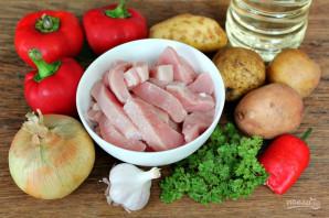 Говядина тушеная с перцем и картошкой - фото шаг 1