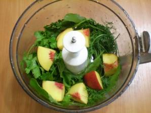 Зеленый коктейль с нектарином - фото шаг 3