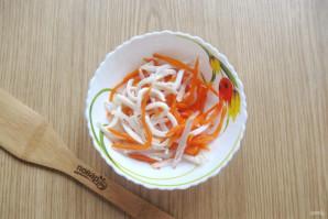 Салат с кальмарами и маринованным луком - фото шаг 11