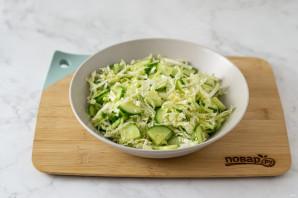 Простой салат из пекинской капусты - фото шаг 5
