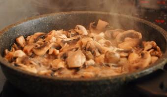 Каннеллони с сыром и грибами - фото шаг 2