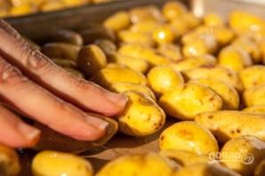 Запеченный картофель с ароматной зеленью - фото шаг 1
