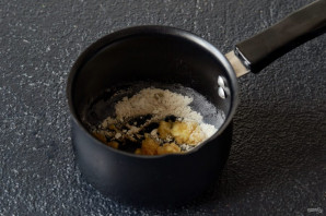 Красный соус с луком и огурцами - фото шаг 4