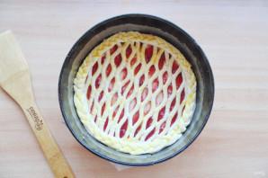 Пирог с сеточкой из теста - фото шаг 7