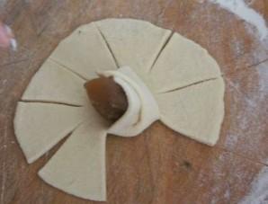 Розочки из теста с мясом - фото шаг 5